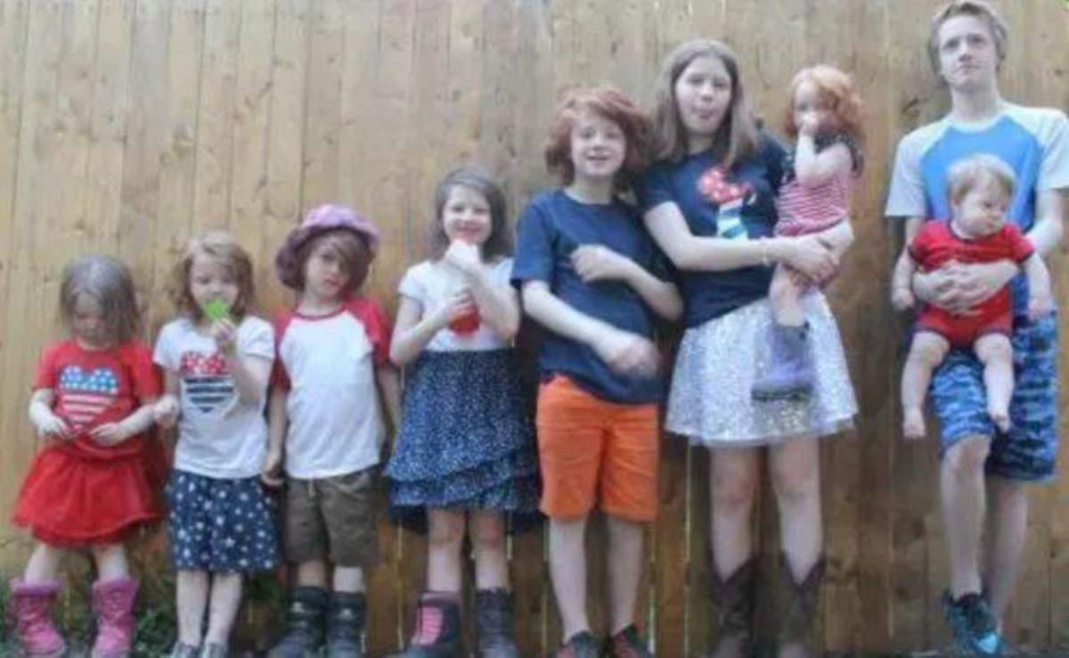 2'şer yıl arayla 11 çocuk doğuran kadın çocuklarını ayırt etmek için renk yöntemini kullanıyor