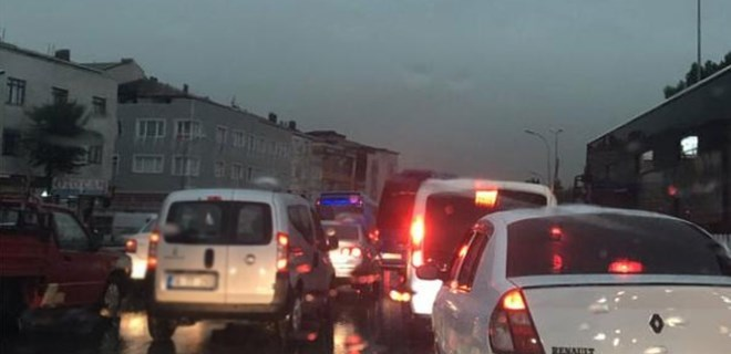 İstanbul şiddetli yağışa teslim oldu!