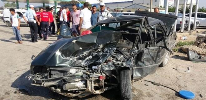 Trafik kazasında yaralı çocuklar yola savruldu!
