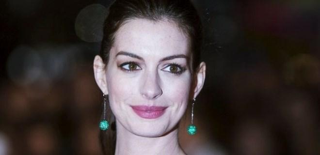 Anne Hathaway'in çıplak fotoğrafları sızdırıldı!