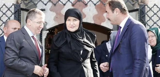 Akşener, önce Anıtkabir'e sonra türbeye gitti