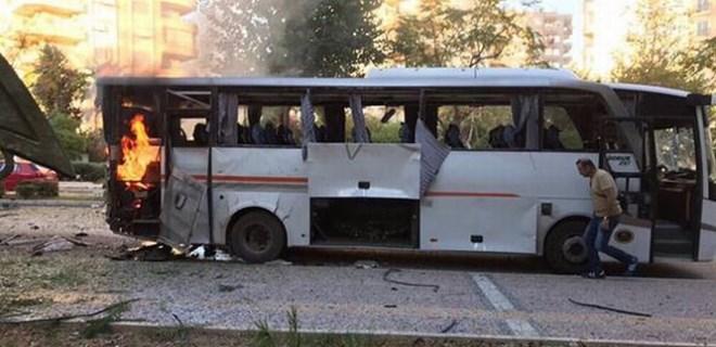 Mersin'de polis servisine bombalı saldırı