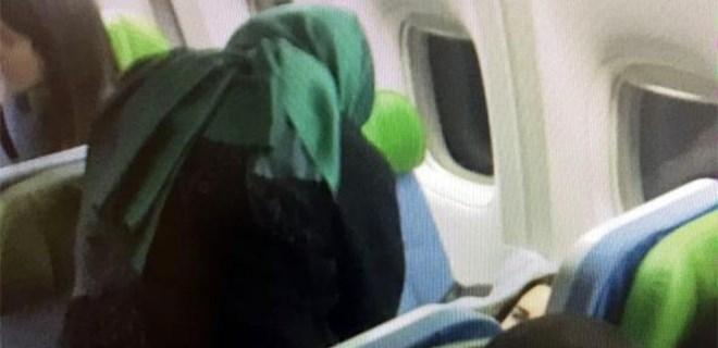 Uçakta rahatsızlanan oyuncuya müdahaleyi Bakan yaptı