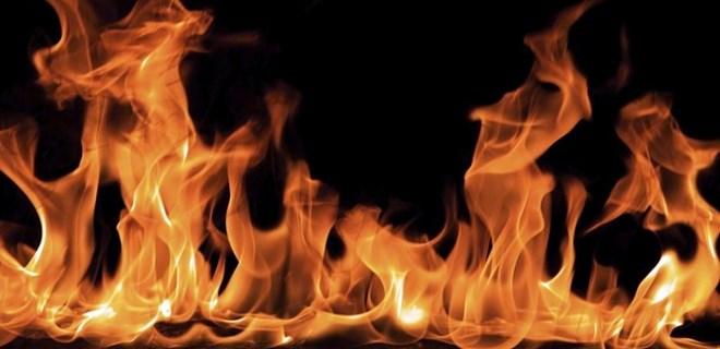 Adana'da alkollü şahıs evini yaktı!