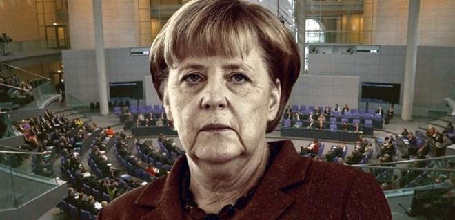 Angela Merkel'in istifasını istiyorlar!