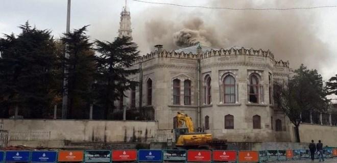 İstanbul Üniversitesi Beyazıt yerleşkesinde yangın