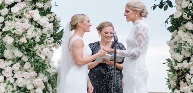 Kadın basketbolcu böyle evlendi!