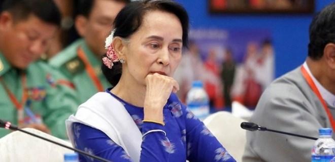 Myanmar liderine bir şok daha!...