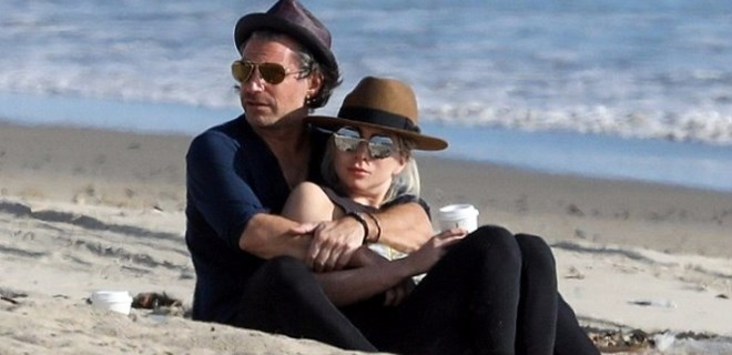 Lady Gaga Malibu'da aşka geldi