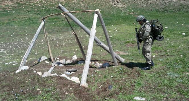 Teröristlere ait 5 sığınak imha edildi