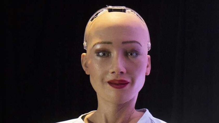 Yapay zeka Sophia zekası kadar güzelliğiyle de dikkat çekti!