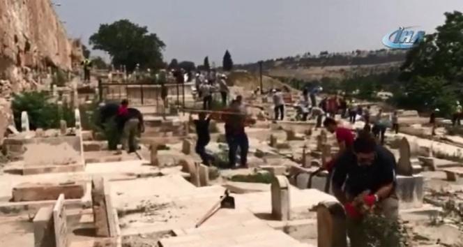 Filistinliler tarihi mezarlıkta temizlik yaptı