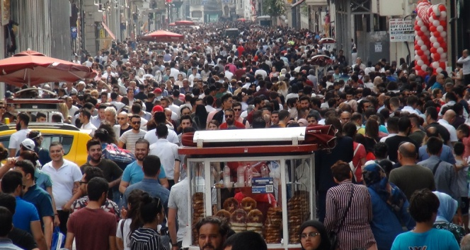 İstiklal Caddesine bayram akını