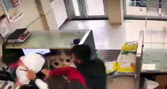 PTT çalışanına tekme tokat dayak kamerada