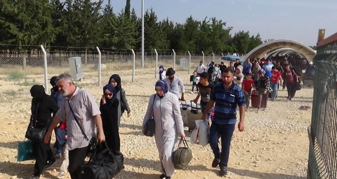 Sınırda Suriyelilerin son gün yoğunluğu