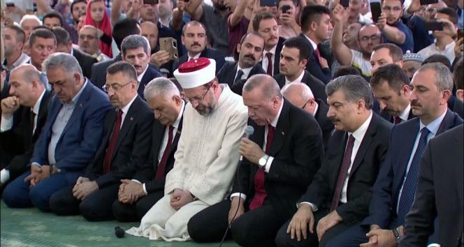 Erdoğan şehitler için Kuran-ı Kerim okudu