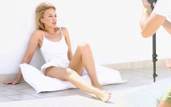 Kylie Minogue sıfır makyajla klip çekti