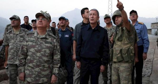 Bakan Akar, Hakkaride askerlerle bayramlaştı