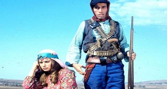 'Salı SALLANIR', 'Çarşamba çarşafa dolanır' repliğinin olduğu Kemal Sunal filmi hangisidir?