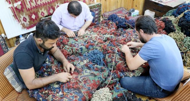 Yüzlerce yıllık tarihi halılar restore ediliyor