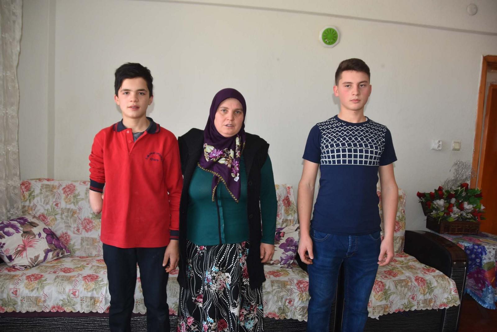 Cemaat Yurdunda Kolu Kopan Nurettin İçin Haluk Levent Devrede: Protez Kol Takılacak