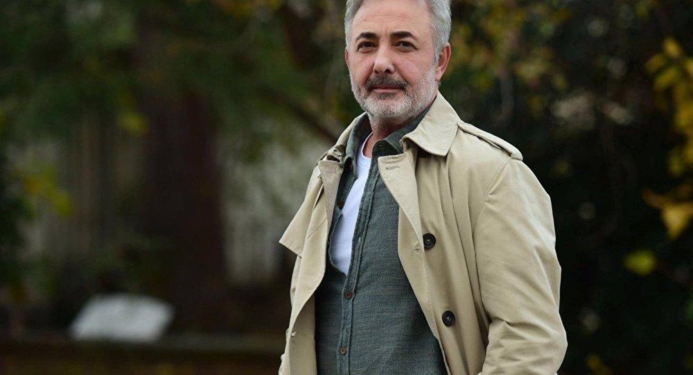 Mehmet Aslantuğ Kendini 'Muhalifim' Diye Tanımladı ve Ekledi: 'Toplum Yorgun ve Ümitsiz'