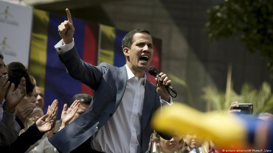 Trump, Venezuela Muhalefet Lideri Juan Guaido'yu Ülkenin 'Geçici Devlet Başkanı' Olarak Tanıdı