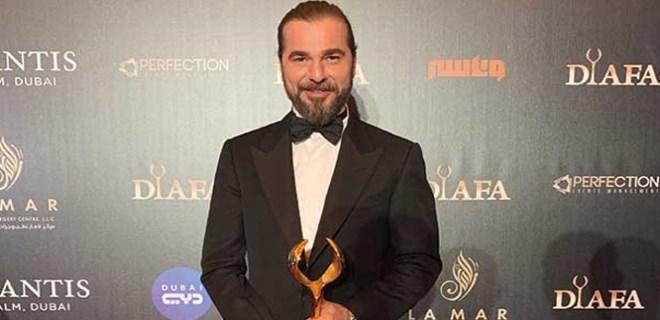 Engin Altan Dubai'den ödülle döndü