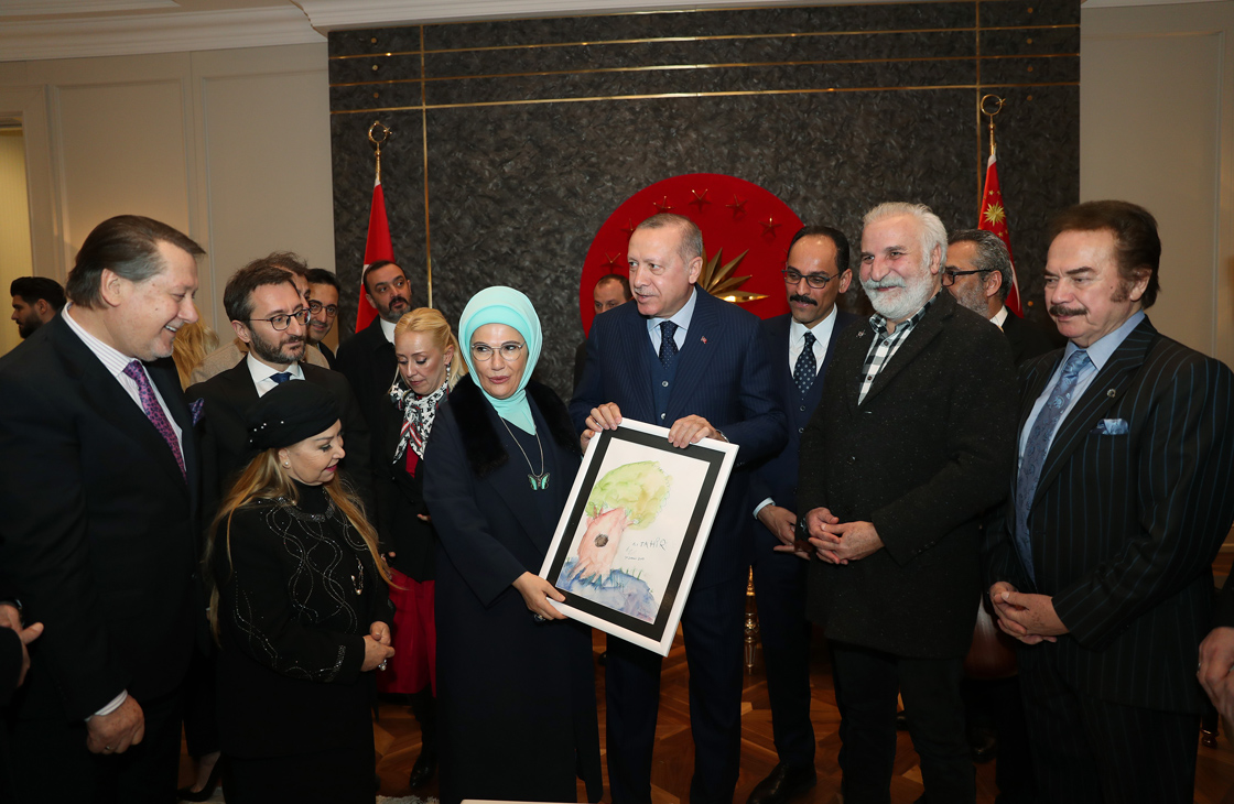 Erdoğan'a Sanatçılardan Doğum Günü Sürprizi: Emel Sayın, Orhan Gencebay, Murat Dalkılıç ve Diğerleri