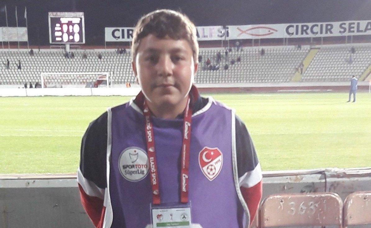 Sattığı Simitlerin Parasını Elazığspor'a Bağışlamıştı! 16 Yaşındaki 'Furkan Gündüz' Sporseverleri Üzdü