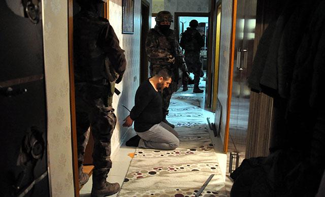 Dizi Çekip, Eczacılarla İş Birliği Yapmışlar: Ankara'da Suç Örgütüne 3.500 Polis ile Operasyon