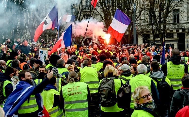 Gösterilerin 4'üncü Ayında Sarı Yelekliler Yine Sokaklarda: Paris'teki Protestolarda 64 Kişi Gözaltına Alındı