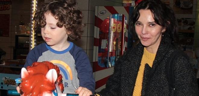 Hande Ataizi'nin oğluyla oyun günü