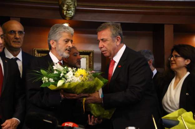 Ankara Büyükşehir Belediyesi'nde Devir Teslim Gerçekleşti: 'Bugünden İtibaren Herkesin Belediye Başkanı Oluyoruz'