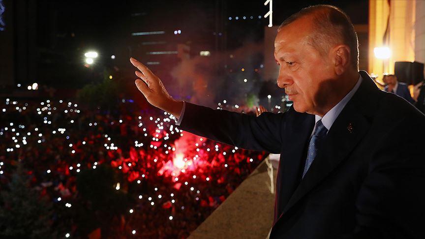 Cumhurbaşkanı Erdoğan 'Balkon Konuşması' Yaptı: 'Bazıları Kendini Darı Ambarında Sanıyor'