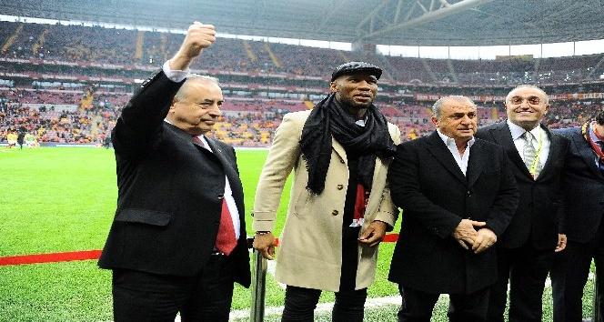 Didier Drogba'ya plaket verildi