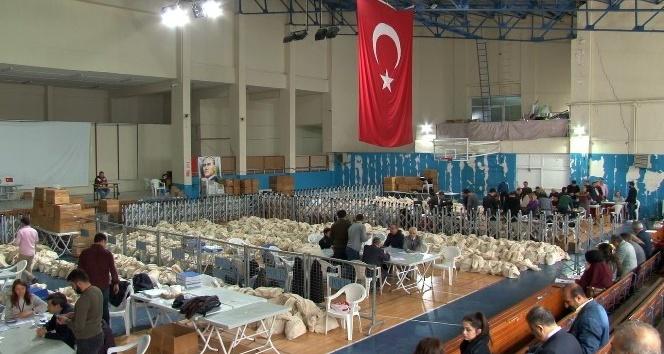 Gaziosmanpaşa'da oy sayım işlemleri devam ediyor