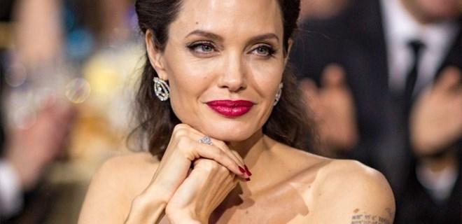 Herkes Angelina Jolie'nin annesini konuşuyor