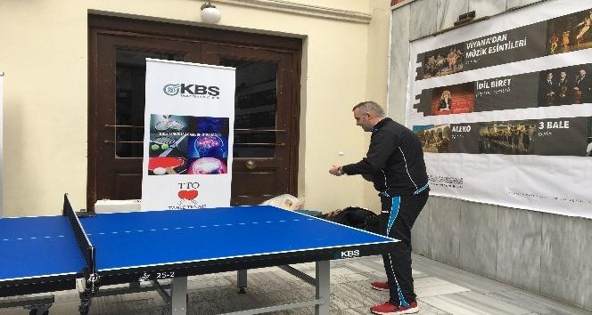 Kadıköy'de 7'den 70'e vatandaşlar masa tenisi oynadı