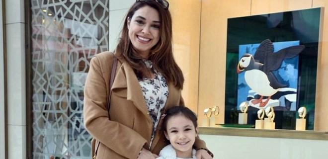 Zuhal Topal sevimli kızıyla poz verdi