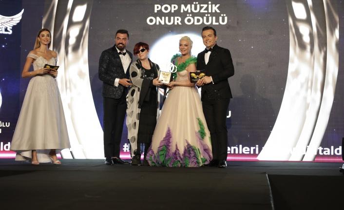 Pop müzik onur ödülü: Emel Müftüoğlu / Faka Bastın seçildi.