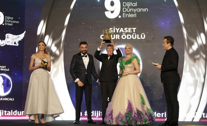 Yılın En İyi Siyaset Onur Ödülü Bülent Akarcalı'ya Takdim Edildi.