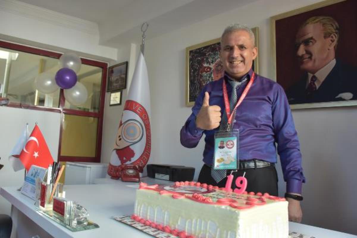 3 kez kanseri yendi, 'stoma torbası'na doğum günü partisi düzenledi