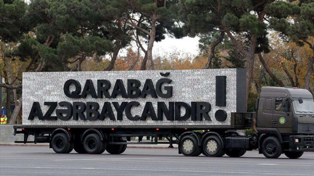 30 yıl önce onlar yapmıştı! Azerbaycan'daki kutlamalarda Ermeni askeri araçlarına ait plakalar sergilendi