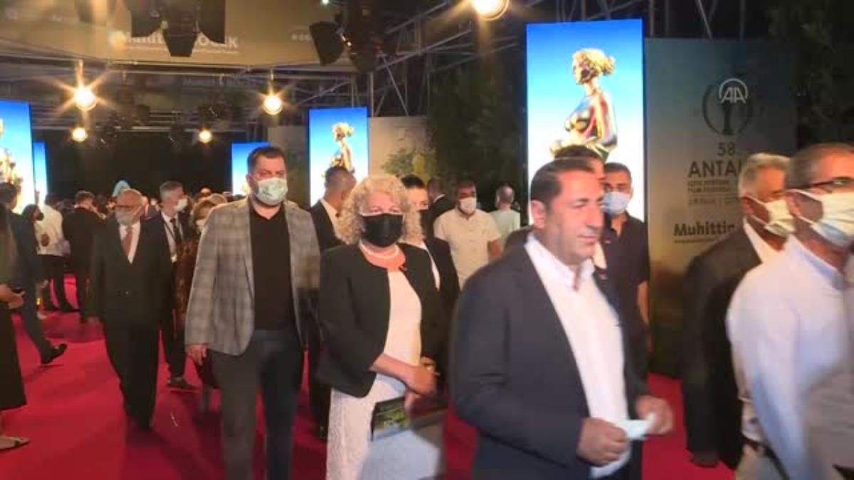 58. Antalya Altın Portakal Film Festivali'nin açılış galası, kırmızı halı geçişiyle başladı