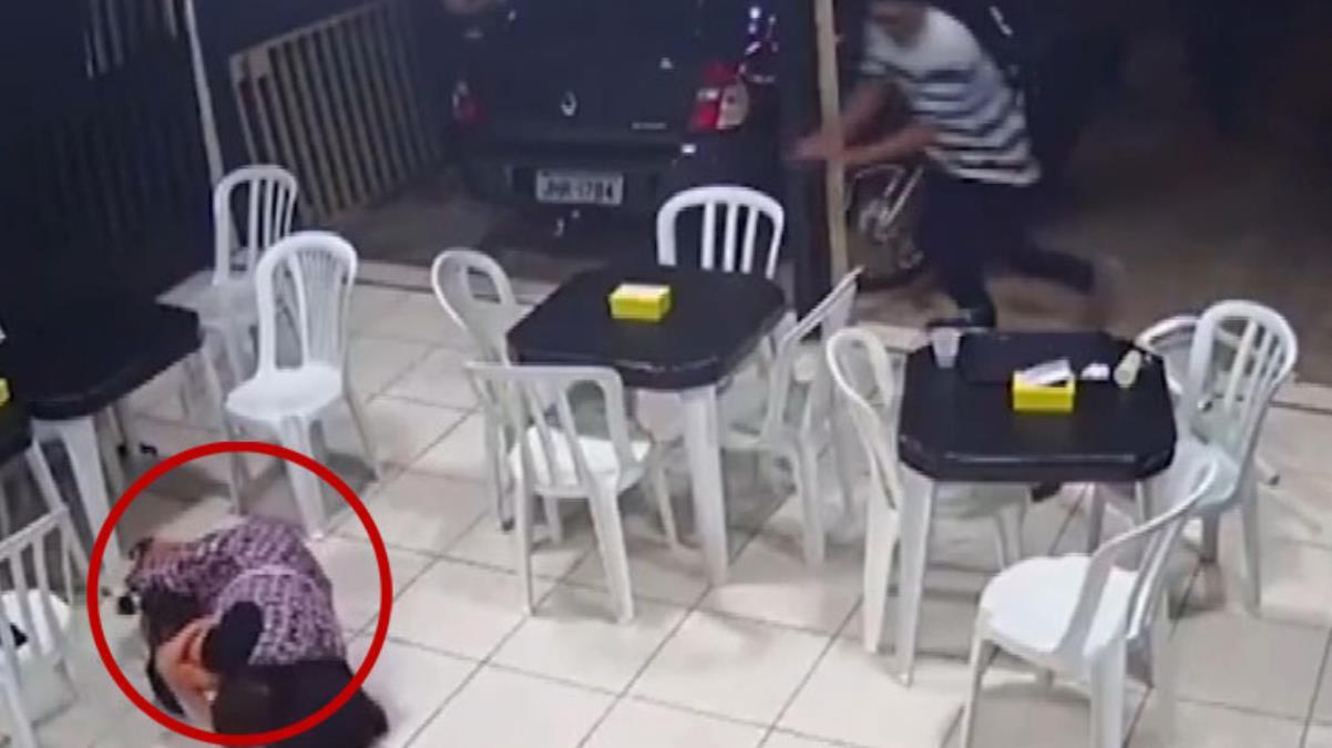 6 aylık hamile kadın, 4 yaşındaki oğlunu silahlı soyguncudan böyle korudu