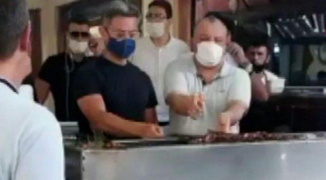 Aamir Khan'ın ciğer ziyafeti! Mangalın başına kendisi geçti