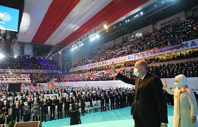 AKP'li Elitaş'tan 'Lebaleb Kongre' Savunması: 'Yapılması Gerekiyordu, Yaptık'