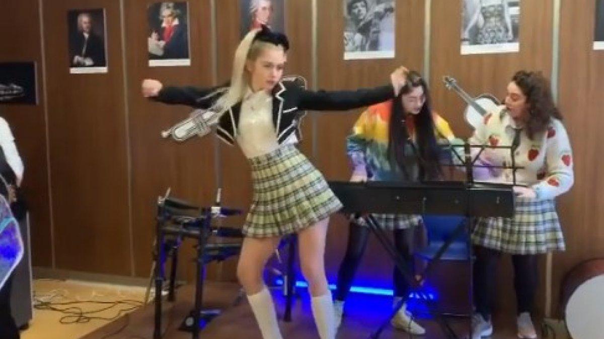 Aleyna Tilki'den dans şov