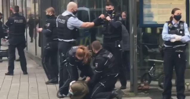 Almanya'da Başörtülü Kadın, Maske Takmadığı Gerekçesiyle Polisin Sert Müdahalesi ile Karşılaştı